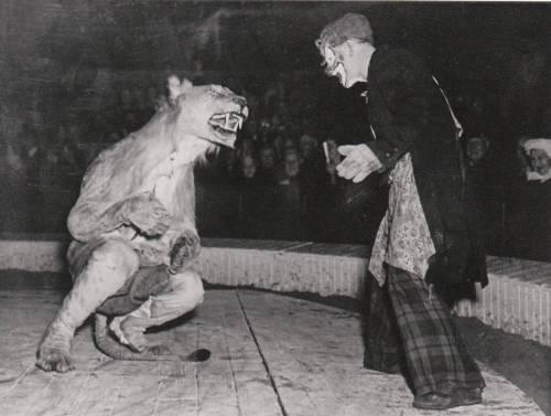vintage-circus-clown-lion