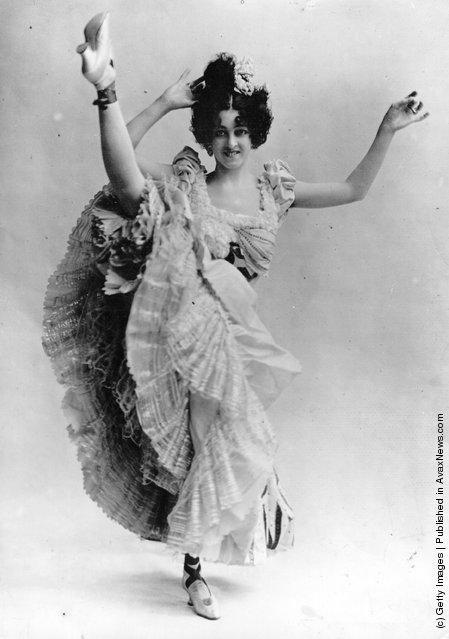 Vintage Photos of Cabaret Dancers from 1900–1930 (1)
